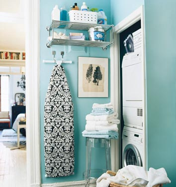 Blue-laundry-room-domino
