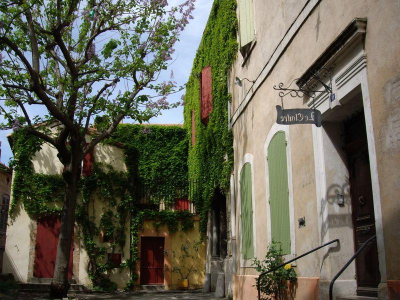 Arles_8_courtyard